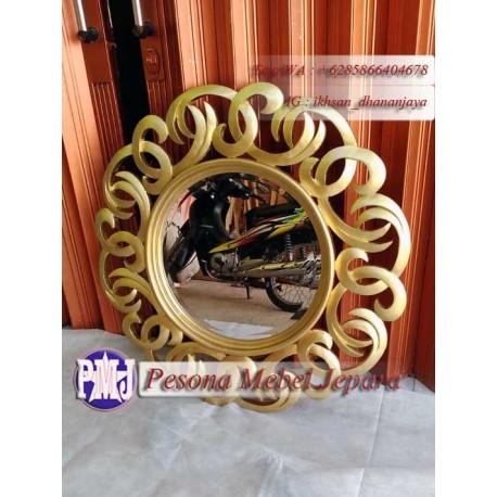Frame atau Pigura atau Bingkai Cermin Gelang Rantai Kail Kayu Jati Warna Gold
