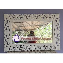 Bingkai atau Frame atau Pigura Cermin Ukir Shabby Waru Kaca Bevel 120 cm