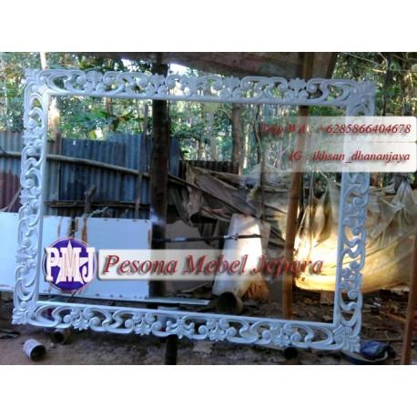 Bingkai atau Frame atau Pigura Cermin Ukir Motif Lung Kelapa Jumbo kayu Mahoni Oven