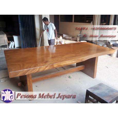 Meja Makan atau Meja Kantor atau Meja Kerja atau Meja Trembesi Alami Solid atau Kayu Suar Alami Solid Panjang 250 cm.