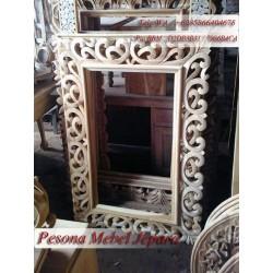 Bingkai atau Frame atau Pigura Cermin Ukir Kotak Motif Hati Polos Kayu Jati
