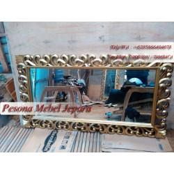Bingkai atau Frame atau Pigura Cermin Kotak Motif Hati Polos Panjang 150 cm